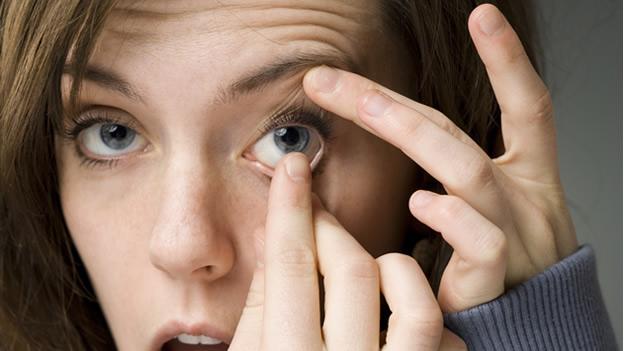 quitarse lente contacto