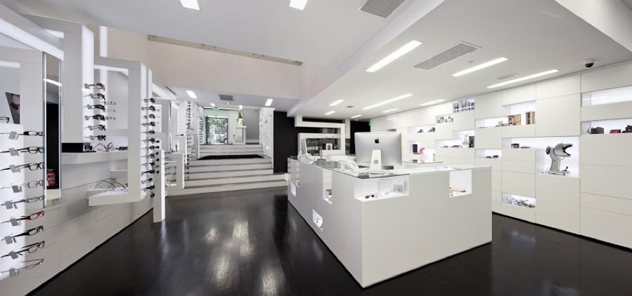 Se convertir la ptica tradicional en el showroon de la for Optical store designs interior
